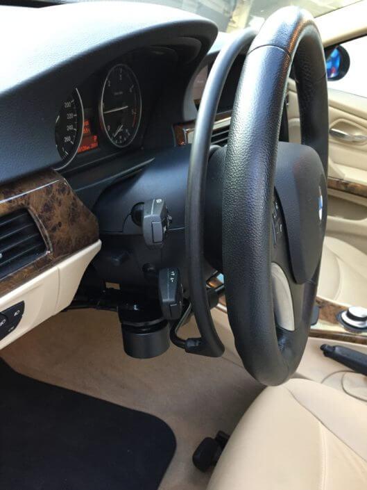 Accélérateur Kivi K5 par cercle derrière volant et frein de service baisser