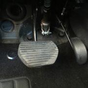 Inversion de pedale d'accélérateur commutable à baïonnette pour handicap jambe gauche